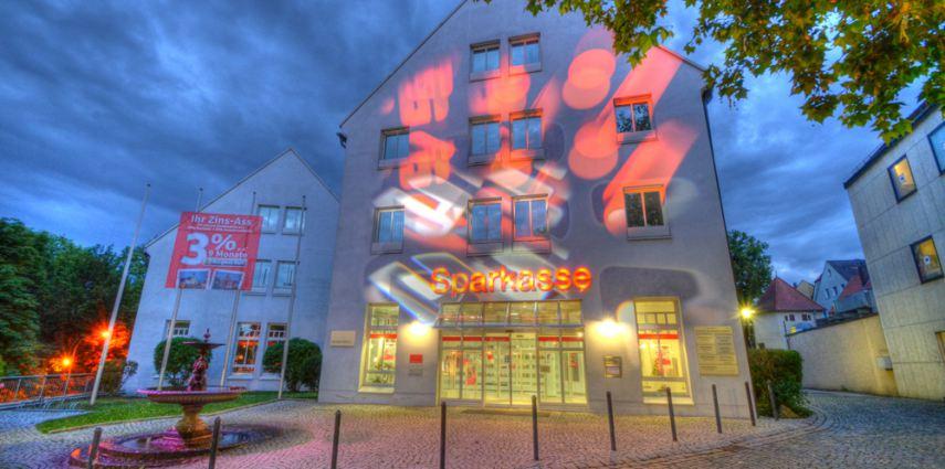 Sparkasse Amberg – feste Lichtkunstinstallation