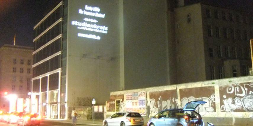Studienkreis – Guerilla Lichtplakate in Berlin